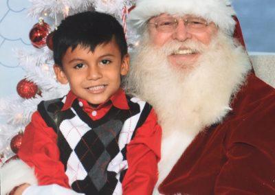 charming DFW Santa Rob with kids