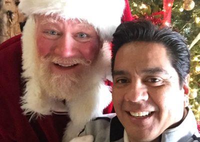 DFW Santa Tim great with selfies